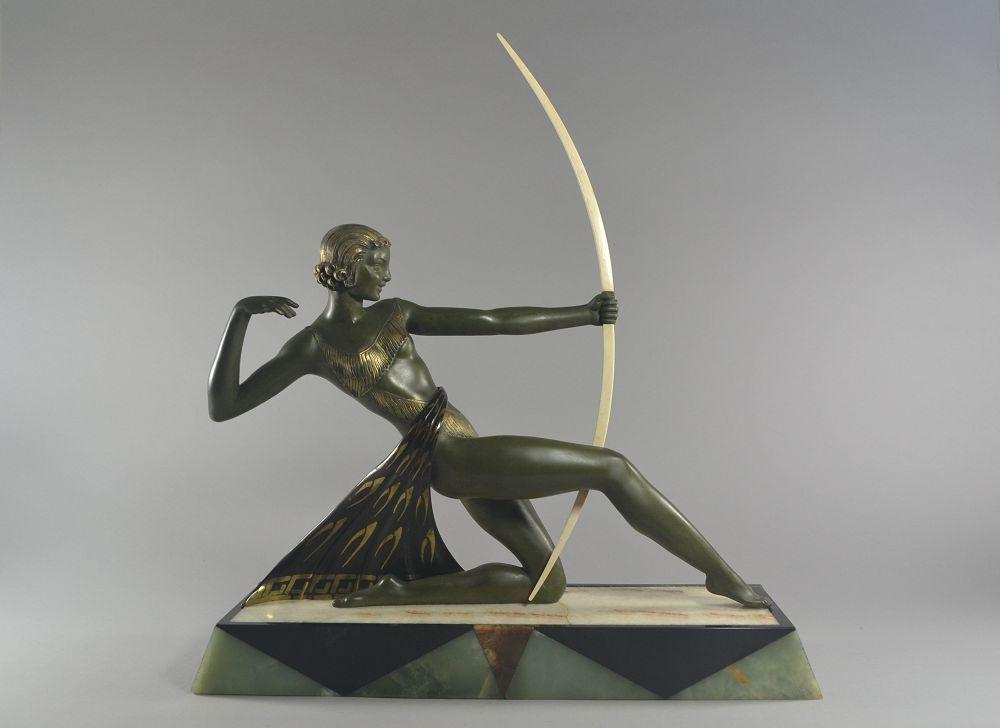 Diana Huntress. URIANO. Art deco sculpture