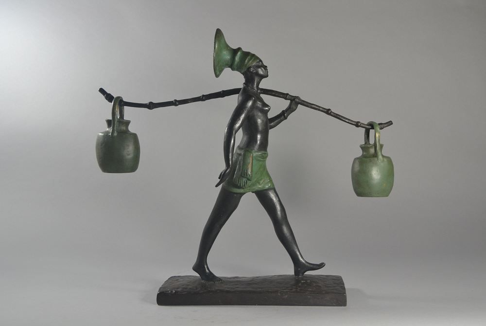 Fanny Rozet. Mangbetu water carrier bronze figure.