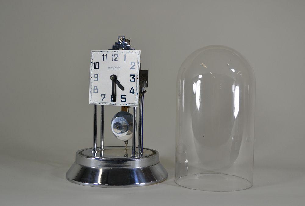 modernist 1930 art deco bulle clock machine age art deco sculptures bronze clocks vases. Black Bedroom Furniture Sets. Home Design Ideas