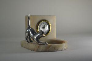 Art deco clock with bronze cat