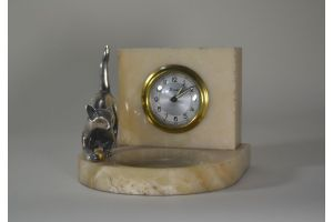 Art deco clock with bronze cat